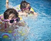 Cuidados crianças em piscina